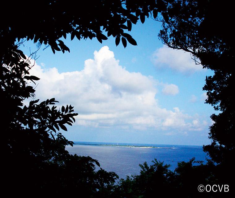 斎場御嶽の三庫里(さんぐーい)からの眺望